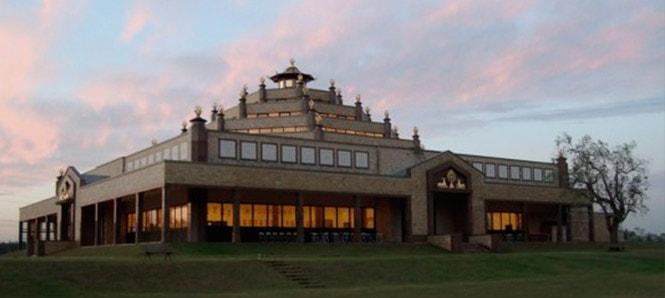 Centro de Meditação Kadampa – Templo budista projetado pelo Cria Arquitetura