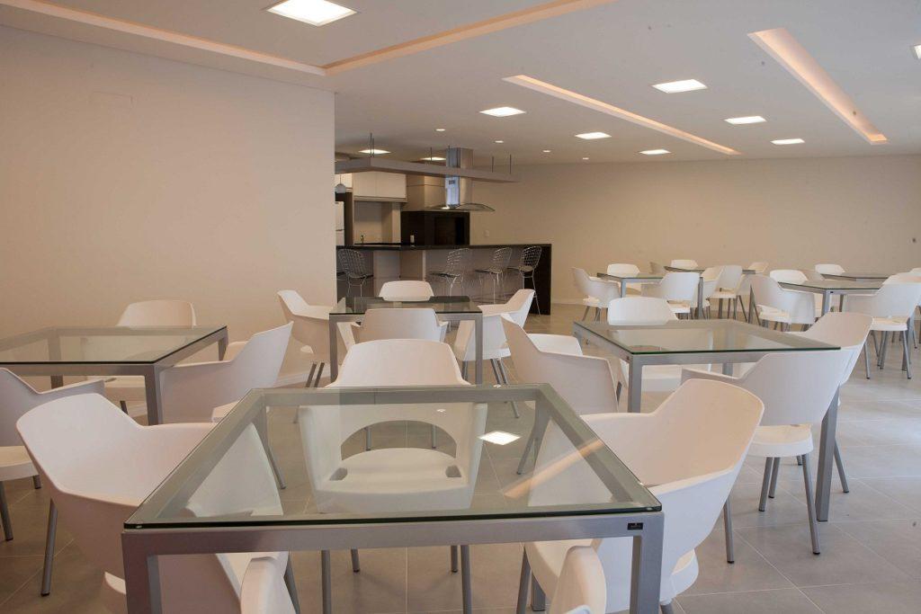 Mesas e cadeiras salão de festa: cadeira frechal