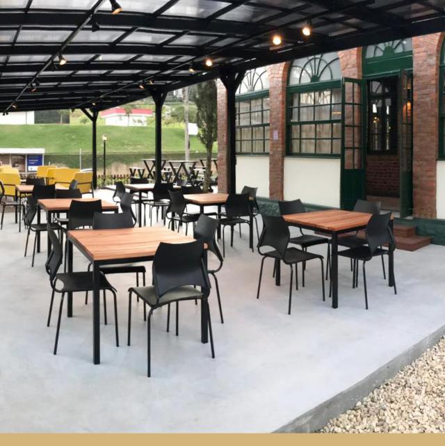Móveis para restaurante ao ar livre: saiba como organizar seu ambiente externo