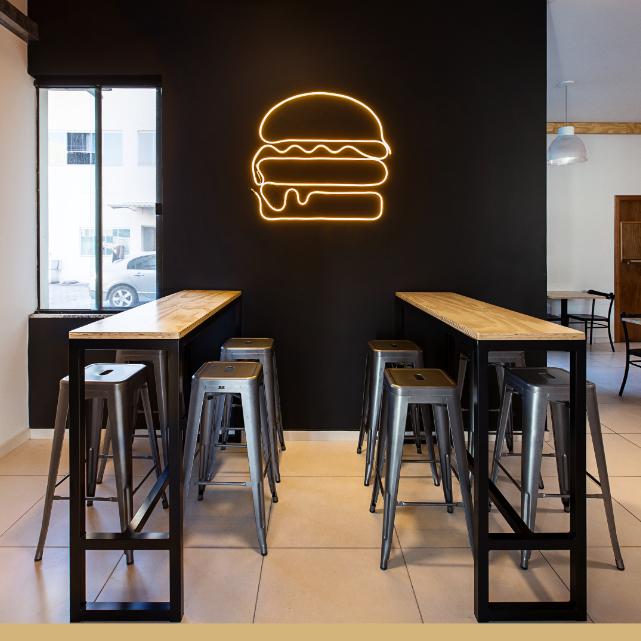 Conheça os principais tipos de serviços à mesa para adotar em seu restaurante